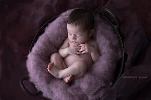 Newborn shoot Groningen - Ingrid, Baby in de wol