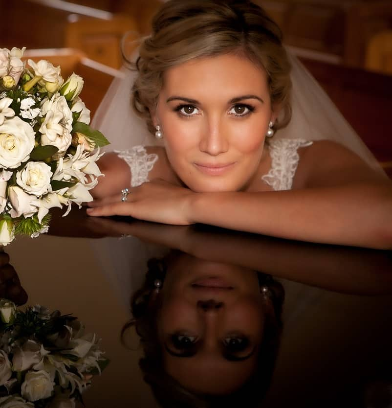Closeup bruid, bruidsboeket, professionele fotograaf