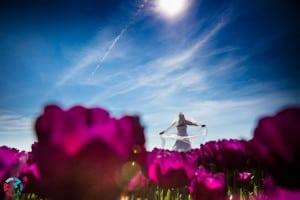 Bruidsfotograaf Tilburg, bruid bloemen, Hiske & Michael