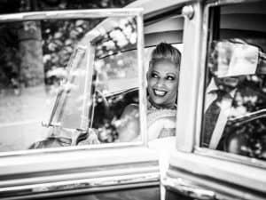 Trouwreportage huwelijk Eindhoven, trouwauto, Daphne