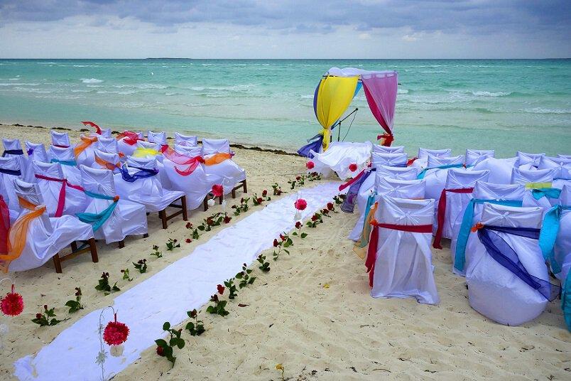Bruiloft in het buitenland, strand ceremonie