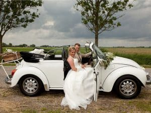 goedkope-trouwfotograaf-Groningen-bruidsauto-trouwjurk-bruidspaar-Peter