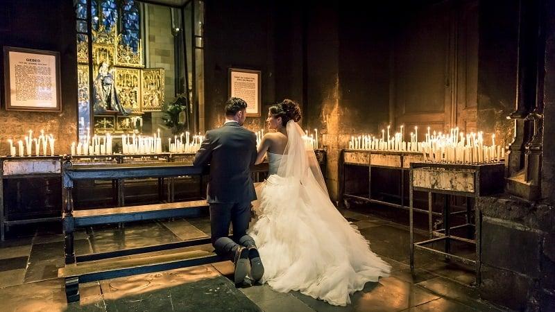 Bruidsfotograaf Maastricht, kerkelijke inzegening bruidspaar - Ad