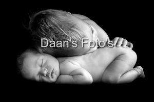 newborn-fotograaf-gelderland-broer-en-baby, Danielle