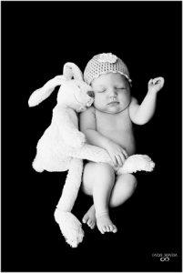 Newborn shoot Groningen - Fardo, knuffel