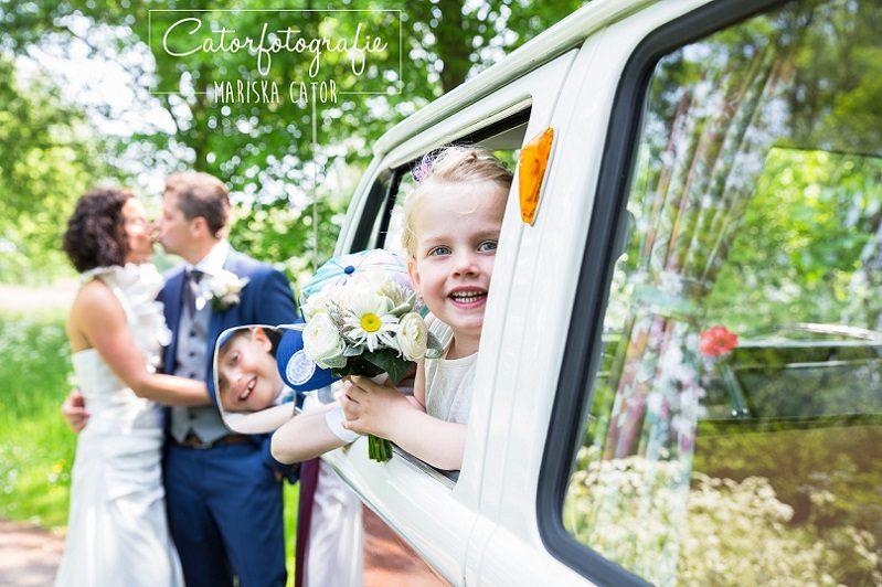 Trouwfotograaf Zeeland, bruidsmeisje, bruidsauto - Mariska
