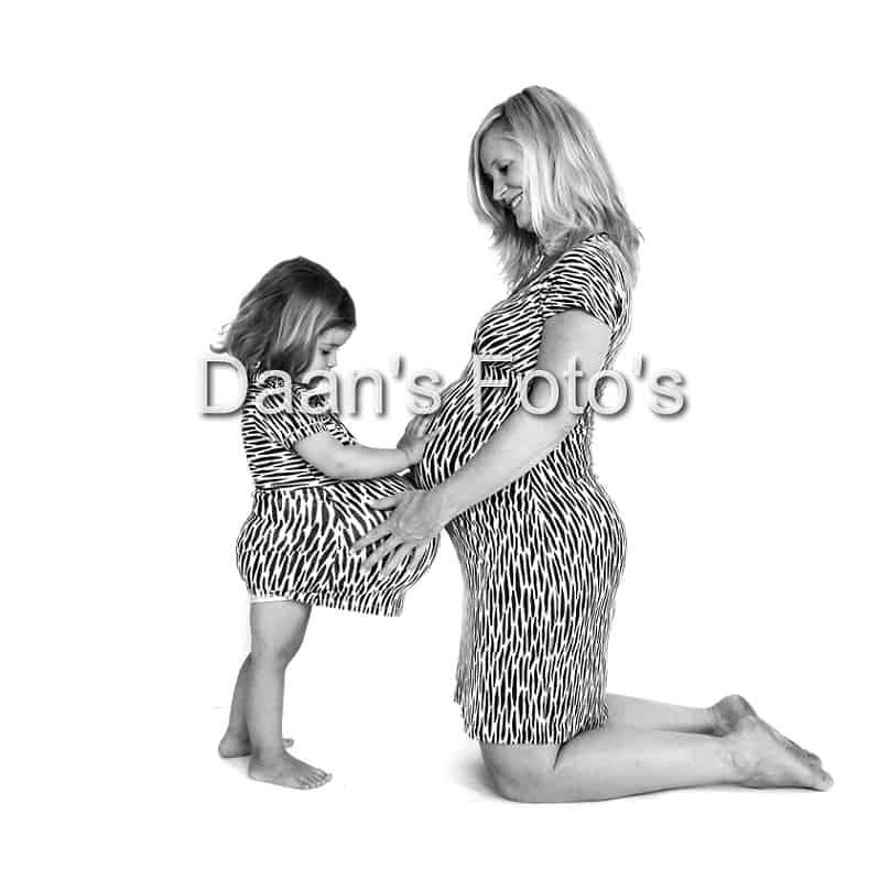 zwangerschap-fotograaf-gelderland-moeder-en-dochter