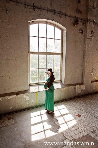 Zwangerschapsfotoshoot Groningen - Nanda Stam, fabriek