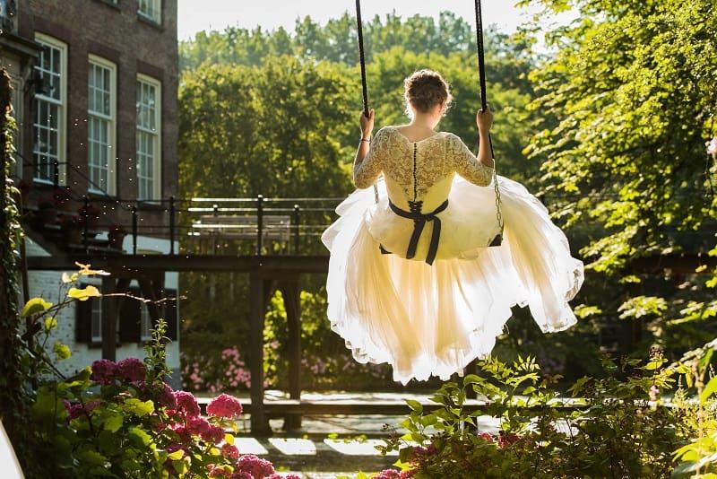 bruidsjurk-schommel-kasteel-trouwfotografie-lisse-theo