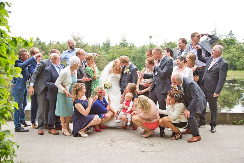 Goedkope trouwfotograaf Friesland, familie gasten bruiloft