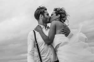 Huwelijksfotograaf Dordrecht, wapperende jurk, Michael