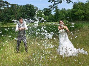trouwfotograaf-weert-champagne-bruidsreportage-bos-ruud
