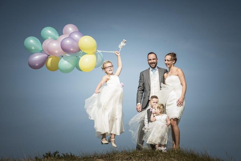 trouwreportage-duinen-familie-kinderen-bruidspaar-wassenaar-theo