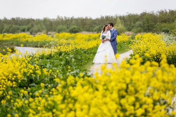 Bruidsfotograaf Friesland, goedkope trouwreportage natuur bloemen, Fonger