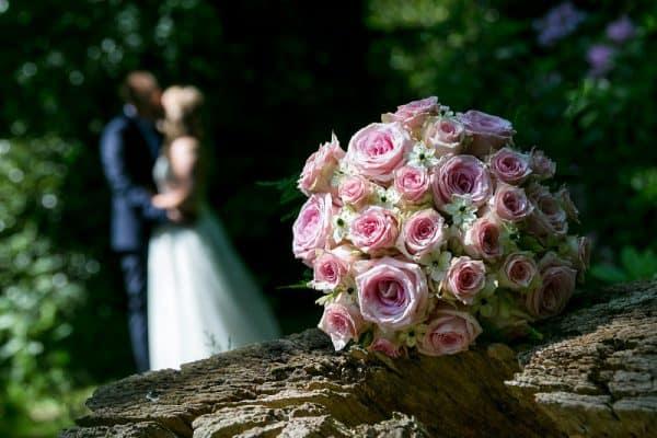 Bruidsfotografie budget prijzen Drachten, bruidsboeket, Fonger