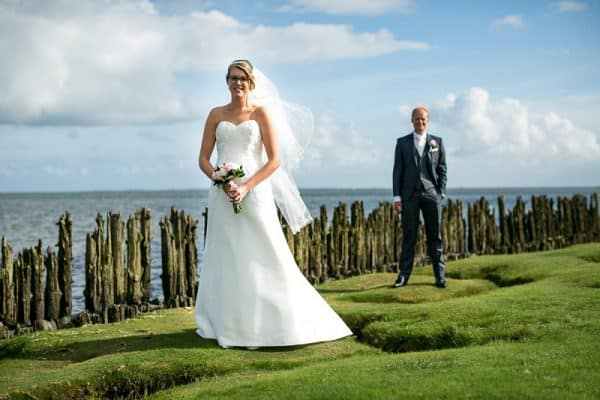 Betaalbare fotoshoot bruidspaar bruidsjurk Friesland Drachten, Fonger