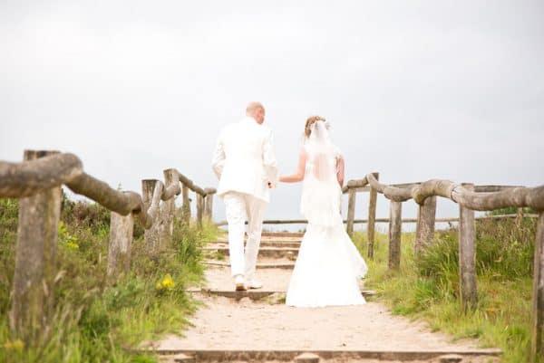 Betaalbare trouwfotograaf Friesland, trouwfotoshoot strand, Lex