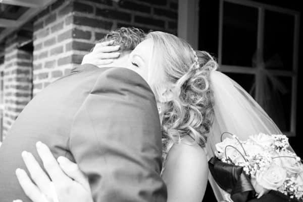 Goedkope trouwfotograaf Groningen, ophalen bruid sluier, Lex
