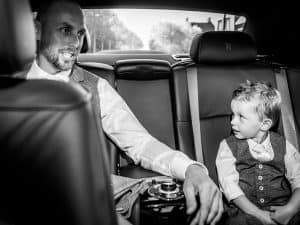 Bruidsfotografie Zierikzee Zeeland, bruidegom en zoon, Dick