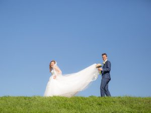 Bruidsreportage Zierikzee, bruidsjurk weiland, Dick