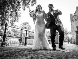 Kasteel Zeeland, spontaan bruidspaar zwartwit, Dick