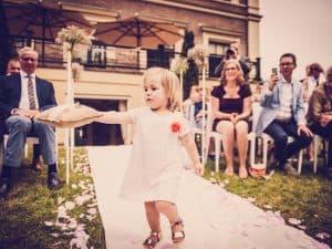 12. Ceremonie huwelijk, Friesland, Dokkum, bruidsmeisje ringen, Nickie