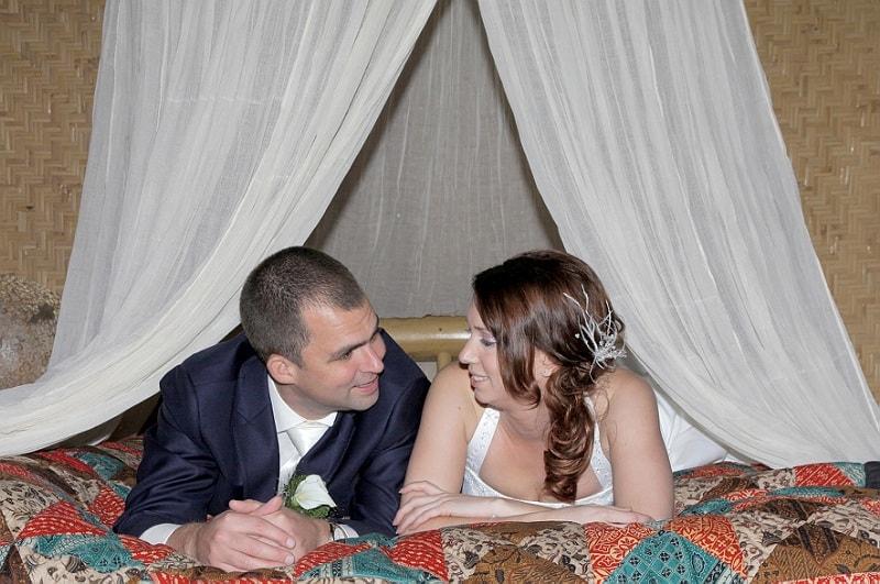 Bruidspaar hemelsbed, trouwreportage Etten-Leur, Frans