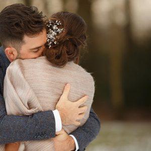 winterbruiloft-slagharen, omhelzing bruidegom, Chantal