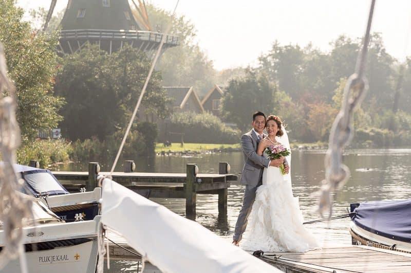 Trouwfotograaf Hoofddorp, bruid en bruidegom molen, Peter