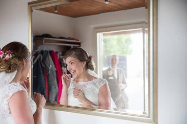 Trouwfotograaf Breda, klaarmaken bruid, Michelle